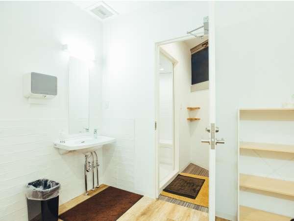 清潔感のあるシャワールーム☆施錠も出来るので安心です