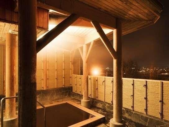 檜の屋上露天風呂。北海道遺産「モール温泉」が体を包み込み、とても柔らかく滑らかな肌触りです