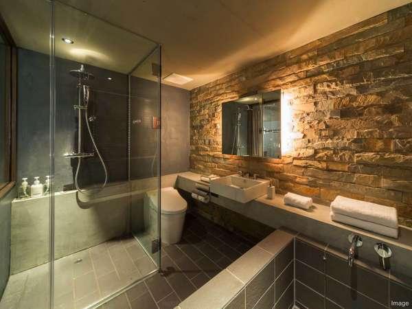 ■バスルーム/デラックスツインはシャワールームとバスタブがセパレートタイプ