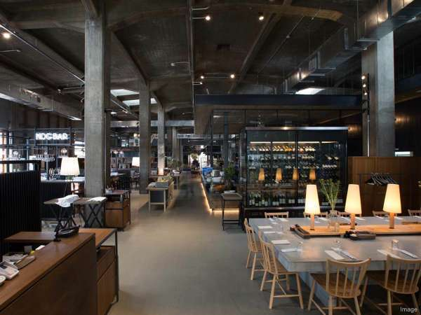 ■ONOMICHI U2/館内は天井の高さや雰囲気をいかした開放的な空間