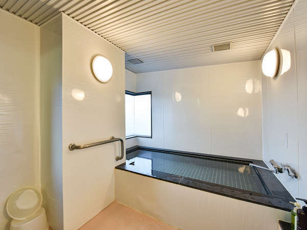 *【展望浴場】浴槽は2~3名が入浴できる広さ。