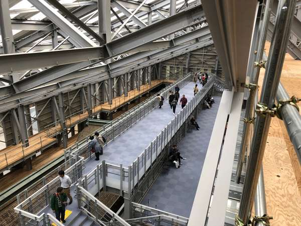 根本中堂の修学ステージ(修復工事の見学スペース)
