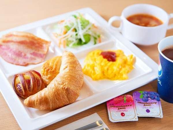 【スーパーホテル新宿歌舞伎町】無料健康朝食♪焼き立てパンをどうぞ♪