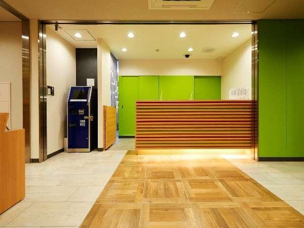 【スーパーホテル新宿歌舞伎町】フロントです。