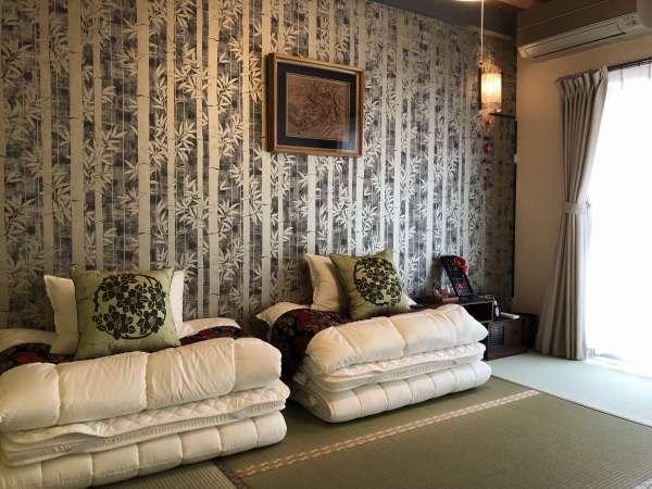 和室ではお布団をひいてお休み頂けます。