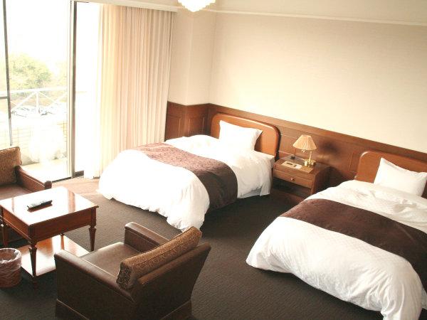 【スタンダード客室一例】広々としたお部屋でゆったりとお寛ぎいただけます