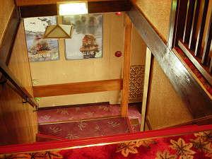 玄関から二階へ階段