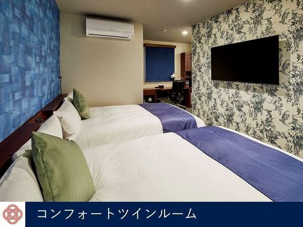 夜はベッドの上で映画見放題!高輝度パネル4K全室完備。コンフォートツインルーム