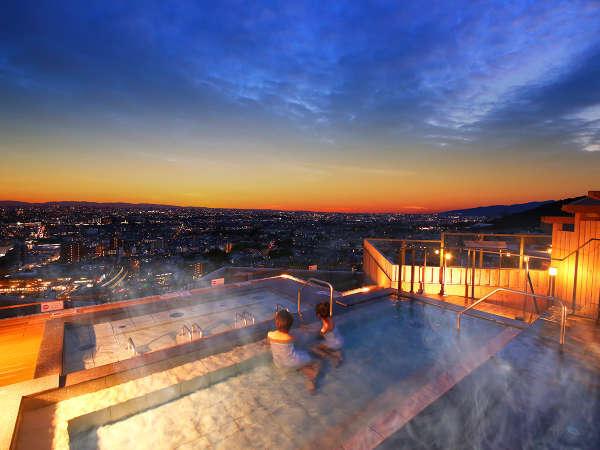 天空ノ棚湯で1000万ドルの夜景を独り占め