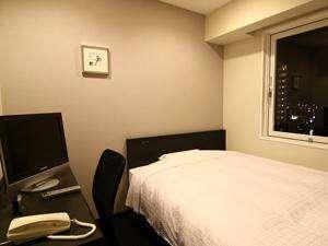 シングルルームも、140cm幅のクィーンサイズダブルベッドを使用!