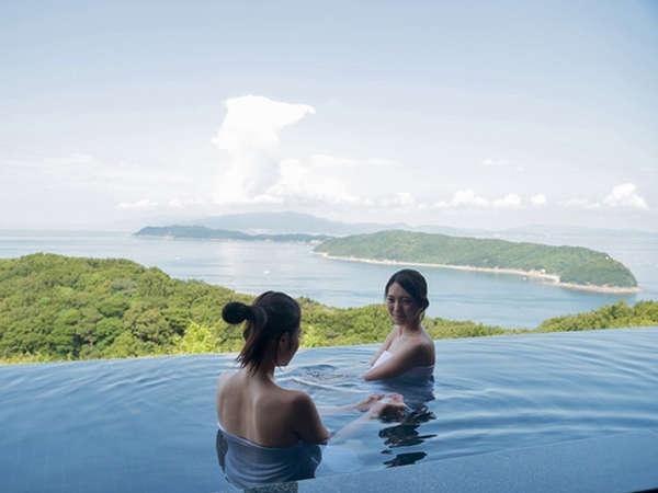 露天風呂から友ヶ島を一望