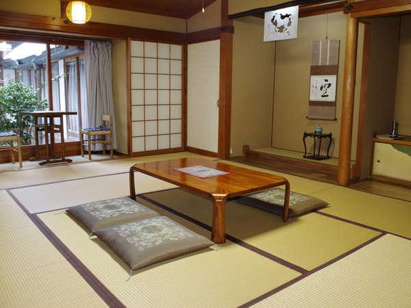 *【和室8~10畳】4名様までご利用いただけます。畳に足を伸ばしてのんびりお寛ぎ下さいね。