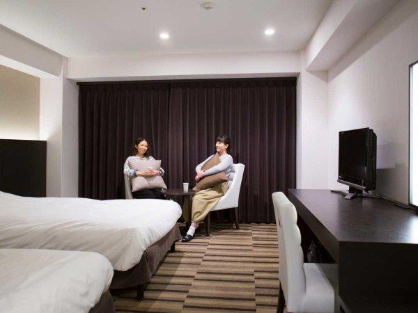 【スーペリアツインルーム】シックなお部屋はお友達同士でのご利用も、ご夫婦でのご利用にもおすすめです。