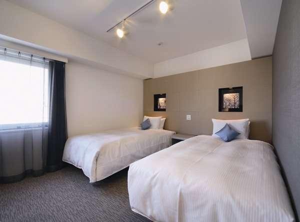 ツインルームのベッド幅120cm。広さ20㎡。