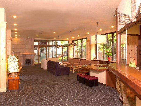 フロントロビーは喫茶コーナーも併設。芳醇な珈琲の香りがロビーを漂う。