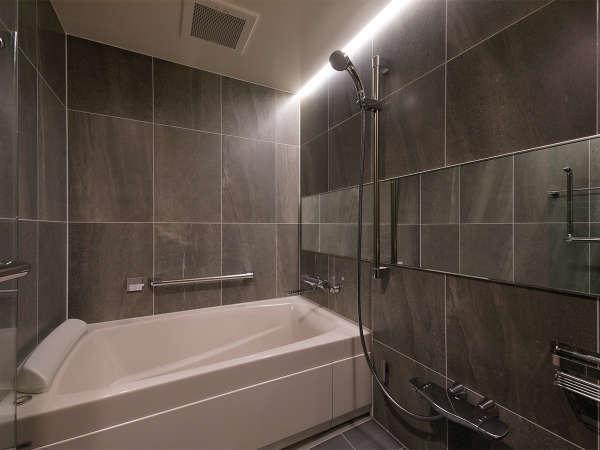 お客様にもお褒めいただくことが多いお風呂。当ホテル自慢の広々としたお風呂です。