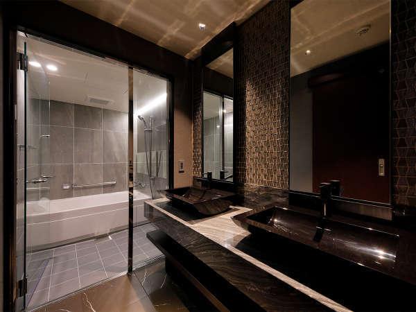 ラグジュアリー感があるお風呂は独立しているので、ゆったりと旅の疲れを癒すことができます。