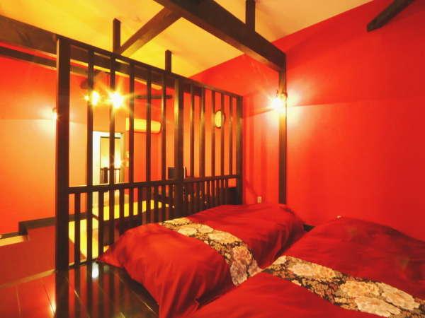 【茜】赤と黒を基調とした華やかなEDO風の、和ベッドツインタイプの客室です。