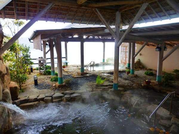 【露天風呂】泉質は塩化冷鉱泉で塩湯の温泉です。保湿・保温効果があります。