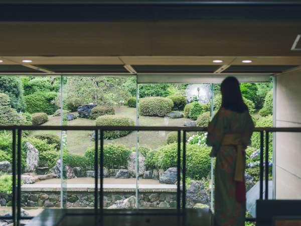 約1,000坪の和風庭園を望めるスポットがたくさん!