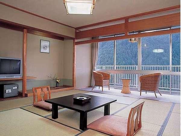 山を身近に感じる【和室12.5畳】