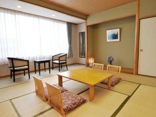 和室(バスなし)市街地を見下ろし、その先に瀬戸内海を望む眺望自慢のお部屋です。