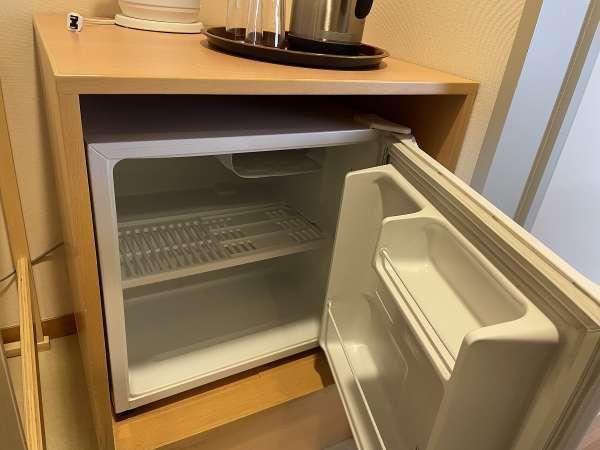 客室冷蔵庫 空のタイプなのでご自由にお使いいただけます。