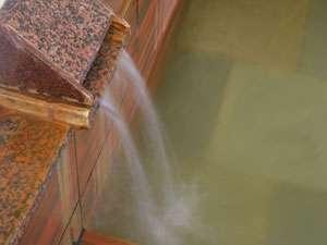 薄めず沸かさず循環を一切していない源泉100%かけ流しの温泉です。