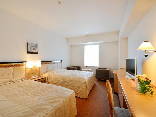 六甲ツインルーム【26.2平米】1,400mmのゆったりサイズのシモンズ製正ベッドを2台ご用意。