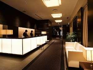 スタイリッシュなホテルフロント