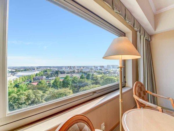 *【景観(街側)】昭島の街並みを眺めることができる街側客室
