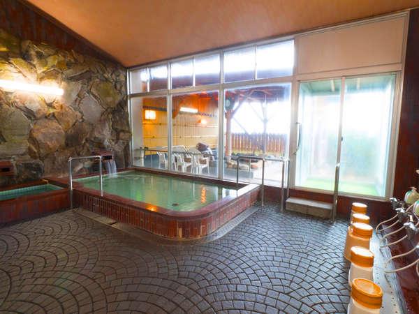 銭湯のようなこじんまりした内風呂。サウナの設備もございます。