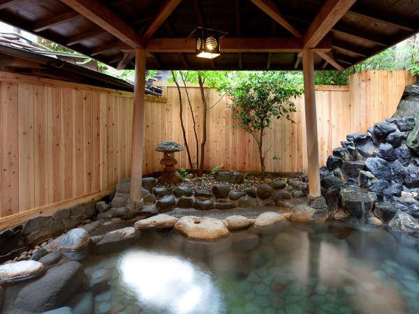 【天城路/露天風呂】敷地内を流れる北川温泉源泉より引くやさしい天然温泉をかけ流しでお楽しみ下さい。