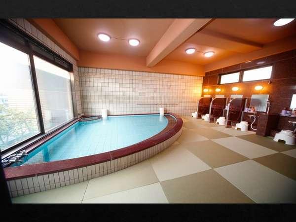 8階 展望浴場(女性)は畳風呂です。滑りにくく、入浴時の「足元ひんやり」もありません。