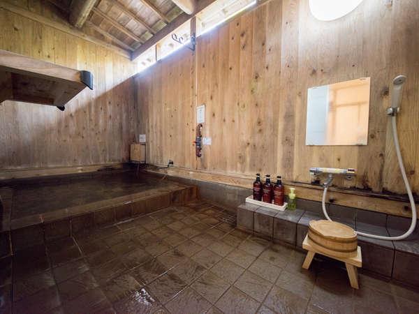 【半露天風呂付和室/温泉】ご家族一緒にお好きなタイミングでお楽しみいただけます。