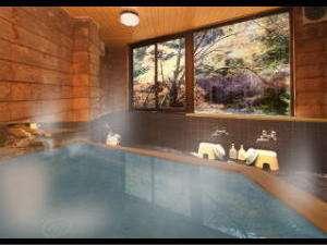 【料理旅館 萬屋】本物の食と日本三美人の湯を気軽に愉しめる大人限定の料理旅館。