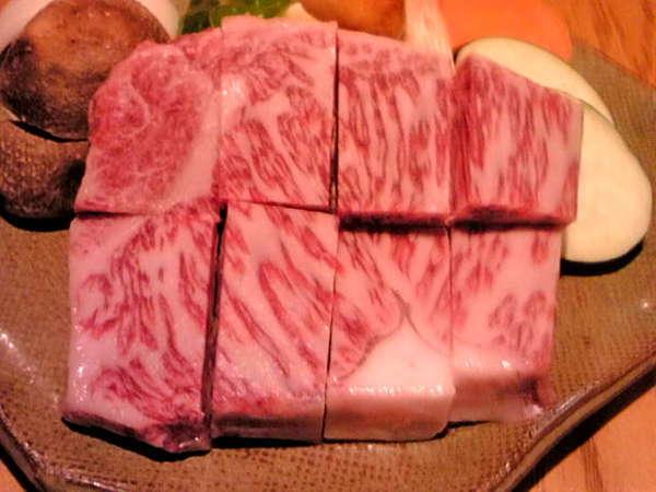 飛騨牛サーロインステーキ!150グラムを一口大に切って焼き加減はお好みで、アツアツをお箸で♪