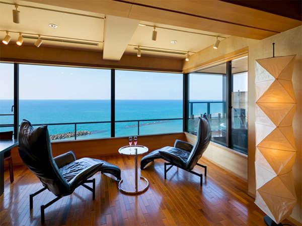 ■露天付特別室■【和風スイート】「リビング」絶景の日本海をお楽しみください♪