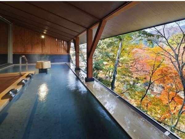 【木颯の湯】紅葉時期の露天・景色半々