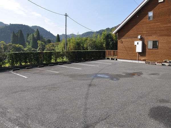 ≪駐車場≫広い敷地ですので大型車でも安心です♪