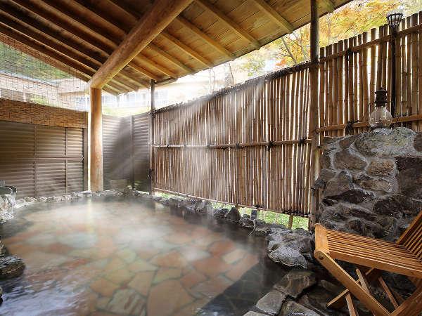 【露天風呂】『かじかの湯』開湯1200年の歴史をもつ台温泉の中にあり、自墳源泉かけ流しの露天風呂。