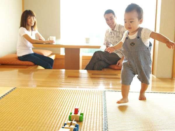 マリオットファミリールーム畳間スペースでは、小さなお子様連れのご家族も安心してお寛ぎ頂けます。