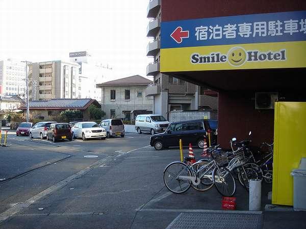 ホテル専用駐車場の入口です。