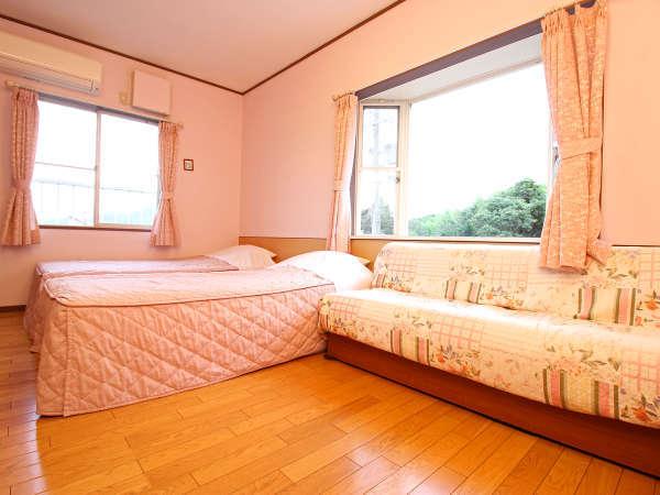 《ローズマリー》日当たりが非常に良い洋室トリプルのお部屋です♪