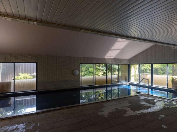 【花唄湯】広々とした空間の男性大浴場「花唄湯」の内湯