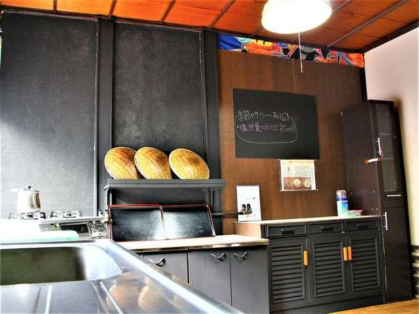 共同台所。調理器具、食器、冷蔵庫、調味料等、揃えております