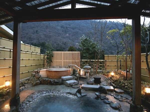 男女大浴場には、壮大な湯坂山の景色と須雲川のせせらぎをご満喫いただける露天風呂もございます。