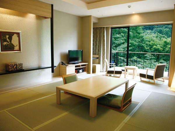 純和風の伝統美と、モダン家具調の使い勝手の良さをあわせた客室です。