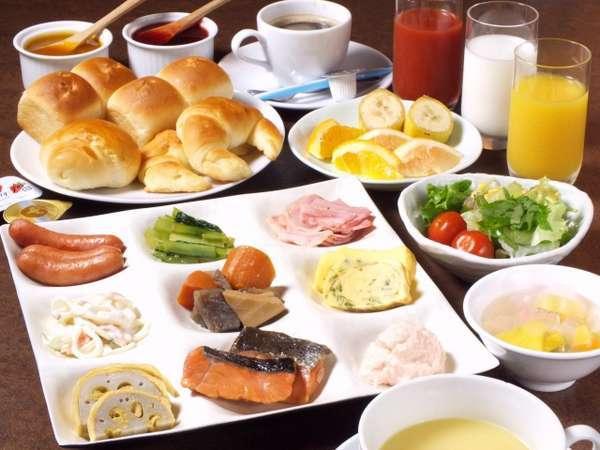 朝食は、九州の食材を使った和洋バイキングをご用意しております。