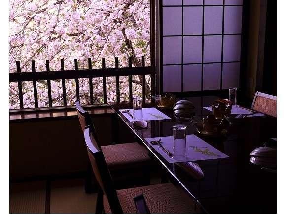 八重桜の季節はお部屋からのお花見が最高です